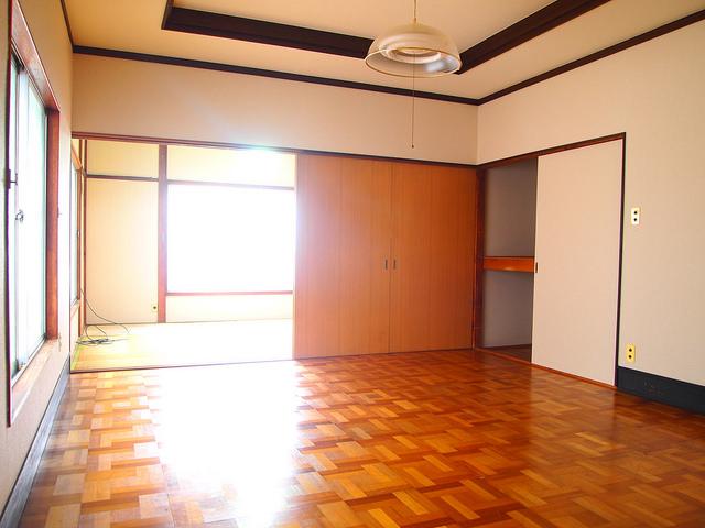 奥が和室で出前が洋室。広いですね。