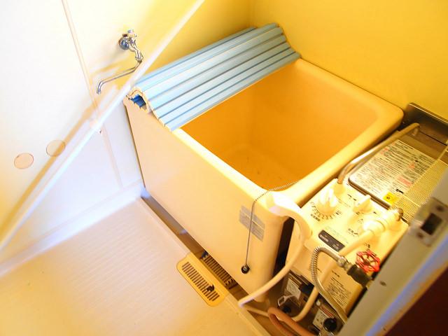 お風呂は懐かしのバランス釜です