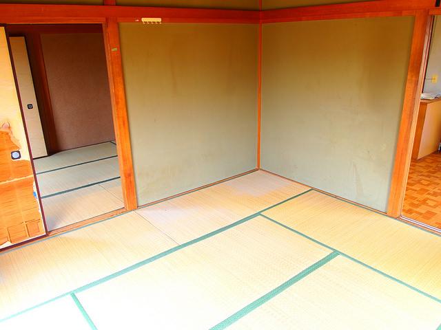室内は和室が2部屋