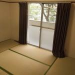 手前の和室。畳は張り替え済(内装)