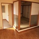 DK部分から和室、洋室に行くことができます。