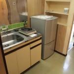 キッチンスペース。冷蔵庫もついています。