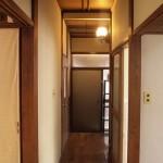 廊下がかなりレトロです。