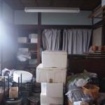 奥の和室。荷物を無くせば味のある空間になります。