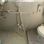 トイレ。配管の感じがカッコイイですね。
