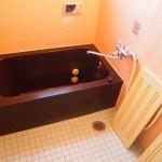 お風呂はタイル貼り。