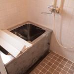 お風呂はタイル貼りです。