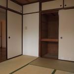 キッチン裏側の和室。