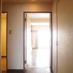 玄関を開けると廊下はこんな感じ!