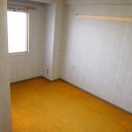 玄関を背にし、左側の洋室。