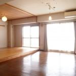 リビングは和室部分の壁が取られていて、かなり広々しています。