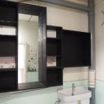 洗面スペースはシックに塗装。