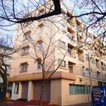 八柱の桜通りに面しています。