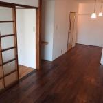 和室は洋室に変更。床は無垢材フローリングです。