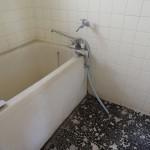 浴槽はそのまま。タイルを新品にしています。