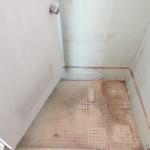 こちらに浴槽とシャワーを設置します。