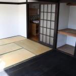 奥の和室。手前は前の入居者さんによって洋室に改装されています。