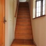 玄関から2階へ
