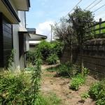 ぐるりと線路側にもお庭が続きます