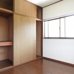 たっぷり収納できる5.5畳の洋室