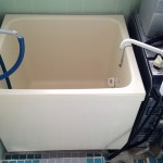 お風呂です。タイプは古めですが綺麗にお使いです。