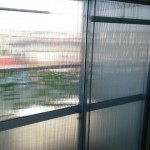 写真がぶれているんじゃないです。手作りの二重窓です。