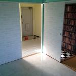 和室は畳の上に大理石風のクッションフロアがはってあります。