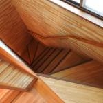 木目が鮮やかな階段