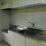 キッチンは、前回の入居者さんのときに新しいものに交換済み。(キッチン)