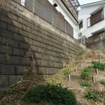 駐車場に繋がる手作り階段