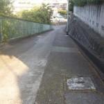 家の横の道