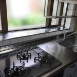窓があって明るいキッチン