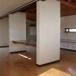 中央のテーブルが特徴の3階事務所②