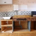 キッチン。前の入居者さんによって素敵にDIY済みです。