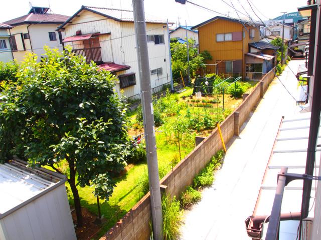 2階からの景色。お隣さんの畑がなんだか落ち着きます。