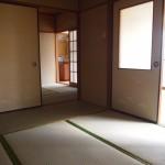 端の和室からの眺め。ダイニングまで見えます。(居間)