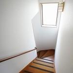 階段上がって2階へ