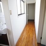 2階廊下と洗面所