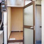 玄関扉は事務所っぽいかも。。(103号室)